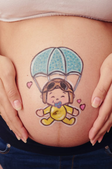 Belly painting paracaidista