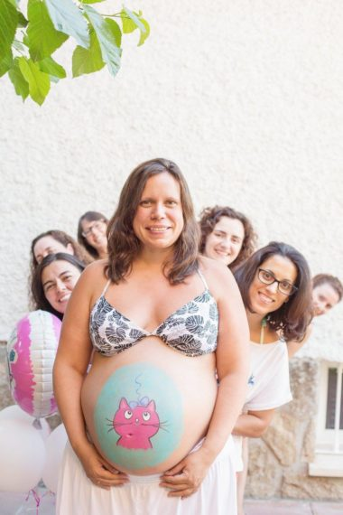 Baby shower y belly paint
